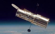 Vừa hoạt động trở lại, kính viễn vọng Hubble đã chụp được ảnh hai vũ trụ va vào nhau
