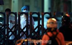 Xuyên đêm dựng lều dã chiến phong tỏa Bệnh viện Phổi Hà Nội