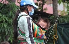 """Chạy xe máy 4 ngày đêm từ miền Nam về quê trốn dịch: """"Lương cao nhưng dịch sợ quá nên em đưa vợ con về"""""""
