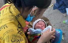 """Vợ chưa cắt chỉ vết mổ cùng chồng và con sơ sinh vượt hơn 1.300 km về quê bằng xe máy: """"Nhìn thương vô cùng"""""""