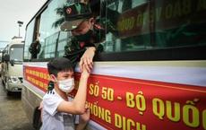 Khoảnh khắc xúc động của 130 y bác sĩ lên đường chi viện cho miền Nam chống dịch
