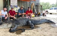 Người đàn ông Mỹ bắt được 'thủy quái' khổng lồ dài 4 mét: Di vật 8.000 năm trong bụng quái thú khiến chuyên gia 'đứng hình'
