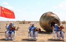 Các phi hành gia Trung Quốc trở về Trái đất sau 3 tháng trong không gian