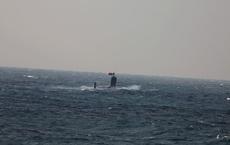 """Tàu ngầm Trung Quốc bất ngờ nổi lên """"giơ cờ trắng đầu hàng"""" Nhật Bản: Lộ điểm yếu chí tử!"""