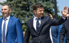 NÓNG: Phụ tá Tổng thống Ukraine bị tấn công ám sát - 10 phát đạn liên tiếp găm vào xe