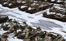 Hình ảnh hàng nghìn thiết bị quân sự gỉ sét, vô hồn bị bỏ rơi tại Nga