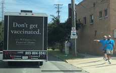 """Sự thật về biển quảng cáo của nhà tang lễ Mỹ: """"Đừng tiêm vaccine"""""""