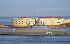 Đội tàu chiến Nga khoe sức mạnh vũ bão với tên lửa trên biển