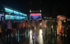 """124 người chạy xe máy từ Bình Phước về Nghệ An, """"kẹt"""" ở Đắk Nông: Đã lên xe khách, có CSGT dẫn đường"""