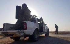"""[VIDEO] Đang hừng hực lao về Kobane, quân chính phủ Syria """"ngao ngán"""" đứng đợi lính Mỹ rút lui"""