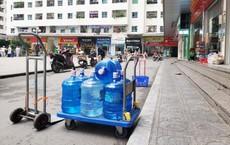 Vụ nước nhiễm dầu thải: Dân buôn đóng cửa, từ chối khách mua nước đóng bình vì quá tải
