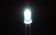Nhóm các nhà khoa học làm ra được 'pin Mặt Trời ngược', ở trong bóng tối cũng tạo được điện