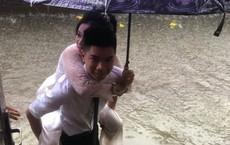'Em gái mưa' phiên bản lũ lụt: Câu chuyện đằng sau bức ảnh chú rể cõng cô dâu đứng giữa biển nước đang nổi rần rần MXH