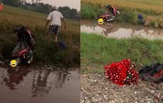 Chuyện buồn ngày 20/10: Cụ ông chạy xe máy lao xuống mương, bó hoa đặc biệt cũng bị hỏng