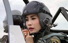 Cựu Hoàng phi Thái Lan lẻ loi đi sự kiện trước ngày bị phế truất vì khi quân, Vua và Hoàng hậu xuất hiện tình cảm