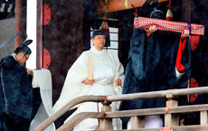 """Người dân Nhật Bản xôn xao vì """"hiện tượng lạ"""" xuất hiện vào đúng thời khắc tân Nhật hoàng đăng quang"""