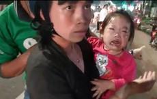 Hàng loạt người đi xe máy ngã trên Quốc lộ 13, trẻ em gào khóc thất thanh
