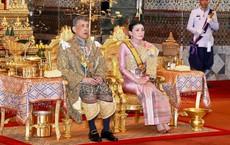 Vừa phế truất Hoàng phi, Quốc vương Thái Lan lập tức ban lệnh sa thải tiếp cận vệ hoàng gia