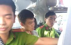 Nam thanh niên lẻn vào trường tiểu học, phụ huynh vây bắt vì nghi bắt cóc trẻ em