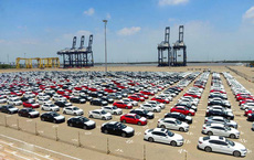 Ô tô nhập khẩu về Việt Nam tăng đột biến, giá giảm cả trăm triệu đồng