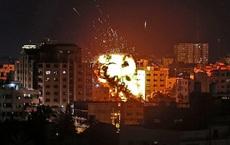 CẬP NHẬT: Tên lửa Israel ồ ạt tấn công rung chuyển Thủ đô Damascus của Syria, tàu ngầm Nga áp sát bờ biển Israel