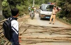 Sơn La: Dân mang củi ra đường làng chặn xe CSGT đòi lại xe vi phạm