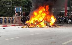Trung tá CSGT kể giây phút kéo tài xế Grab kẹt ở vụ tai nạn cháy ô tô Mercedes ra ngoài