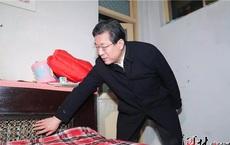 """Thị trưởng nửa đêm gõ cửa """"làm phiền"""" nhà dân: Dư luận Trung Quốc tán dương hết lời"""