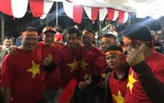 Từ nhà cầu thủ Văn Toản, ngàn CĐV xúc động mừng chiến thắng của  U22 Việt Nam