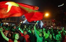CĐV xuống đường mừng chiến thắng của U22 Việt Nam
