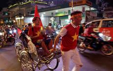"""Vũ Hà """"bóc mẽ"""" Đàm Vĩnh Hưng sau khi đi bão ăn mừng chiến thắng của U22 Việt Nam"""