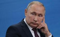 """""""Mặt như tượng tạc"""" là có thật: Người Nga xôn xao về bức tượng Hoàng đế La Mã có khuôn mặt giống TT Putin"""