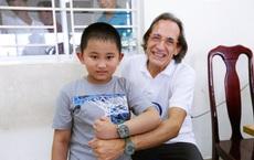 """Hành trình 10 năm """"vá lỗi tạo hoá"""" cho trẻ Việt của bác sĩ tiết niệu Nhi hàng đầu người Ý"""