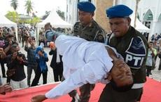 Thanh niên bị đánh ngất lên ngất xuống cho đủ 100 roi vì quan hệ tình dục trước hôn nhân