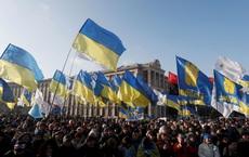 """1 vạn người biểu tình ở Kiev, TT Ukraine bị đe dọa """"lật đổ"""" nếu đầu hàng trước ông Putin"""