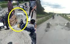 """Trụ bê tông """"mọc"""" giữa đường khiến xe máy không kịp tránh, gây nên tai nạn bất ngờ"""