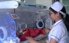 Bé sơ sinh bị bỏ rơi tại hoa viên: Cô gái 20 tuổi cùng người yêu đến xin nhận lại con