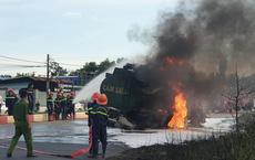 Va chạm xe bồn chở dầu, xe ben cháy ngùn ngụt, tài xế và con trai 6 tuổi bị thiêu cháy trong cabin