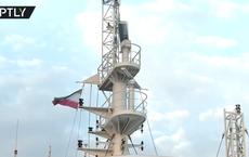 """Thách thức trực diện: Tehran hạ cờ Anh, giương quốc kỳ Iran trên tàu dầu """"chiến lợi phẩm"""""""