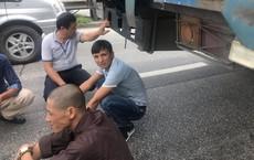 Quốc lộ 5 ùn tắc hơn 10km sau vụ tai nạn, tài xế tắt máy xuống lề đường ngồi tránh nóng
