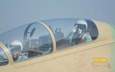 Phi công chiến đấu Việt Nam mang theo vũ khí gì khi lên tiêm kích Su-30MK2?
