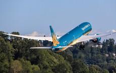 """Cận cảnh """"siêu máy bay"""" Boeing 787-10 lớn nhất Việt Nam đáp xuống Nội Bài"""