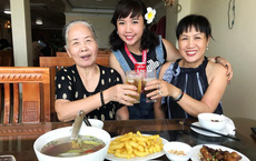 Cô gái cầm 4 triệu dẫn bà ngoại và mẹ du lịch Cát Bà, ý nghĩa chuyến đi gây xúc động hơn cả