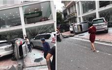 """Hà Nội: """"Bay"""" từ tầng 2 showroom xuống, chiếc Vios khiến 2 ô tô dưới đất gặp họa"""