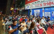 Hàng trăm người xếp hàng từ nửa đêm chờ nhận Galaxy Note 10 và Not 10 + sớm nhất Việt Nam