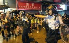 Hỗn loạn, hơi cay và bạo lực trở lại đường phố Hồng Kông khi những người biểu tình đụng độ với cảnh sát