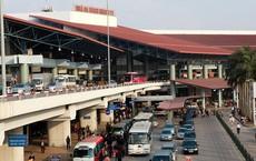 Người phụ nữ lăng mạ, nhổ nước bọt vào mặt nhân viên an ninh sân bay Nội Bài