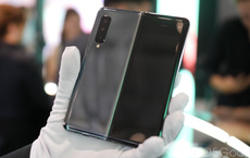 Samsung ra video dặn trước người dùng nên nhẹ tay kẻo làm hỏng Galaxy Fold