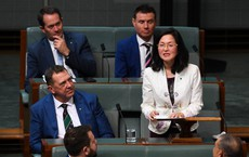 Nữ nghị sĩ bật khóc trước quốc hội: Người Hoa ở Úc bị lôi vào vòng xoáy cùng câu hỏi cực hóc búa về mối quan hệ với TQ
