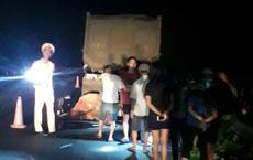 2 thanh niên tử vong khi xe máy đâm vào đuôi ô tô trên cao tốc Nội Bài - Lào Cai